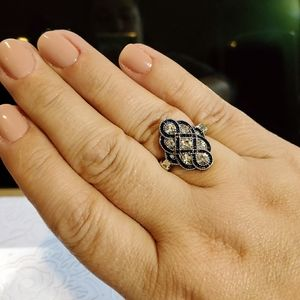 Great ring with antique like bling!
